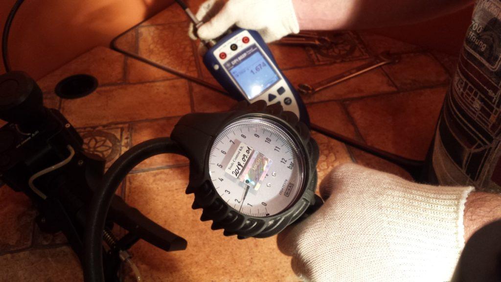 nyomás és vákuummérő kalibrálás Tools Control